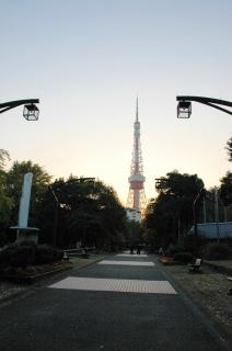 タワーと外人1.JPG